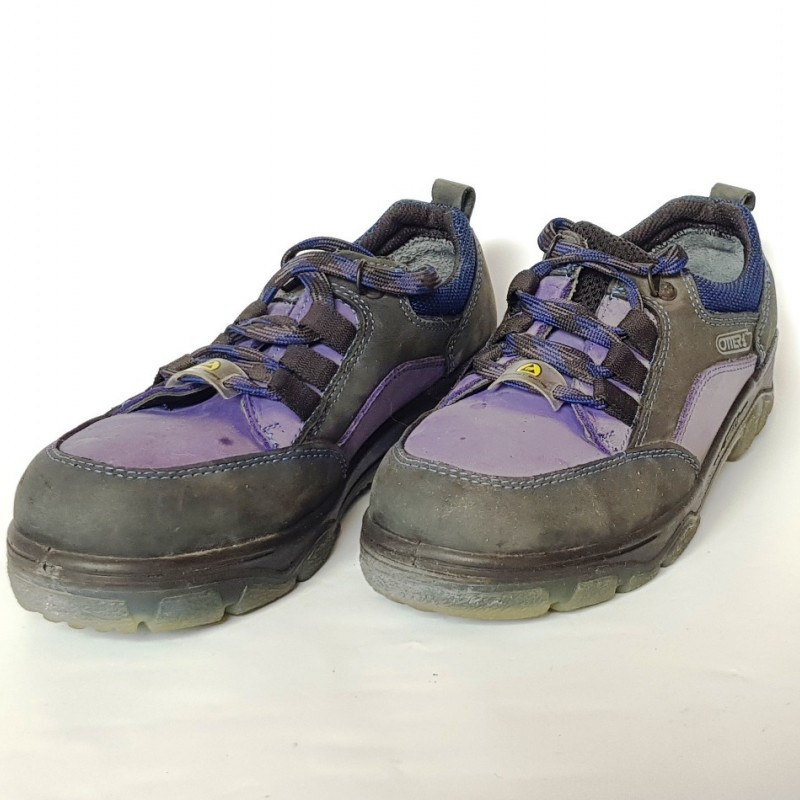 Ботинки с усиленным носком